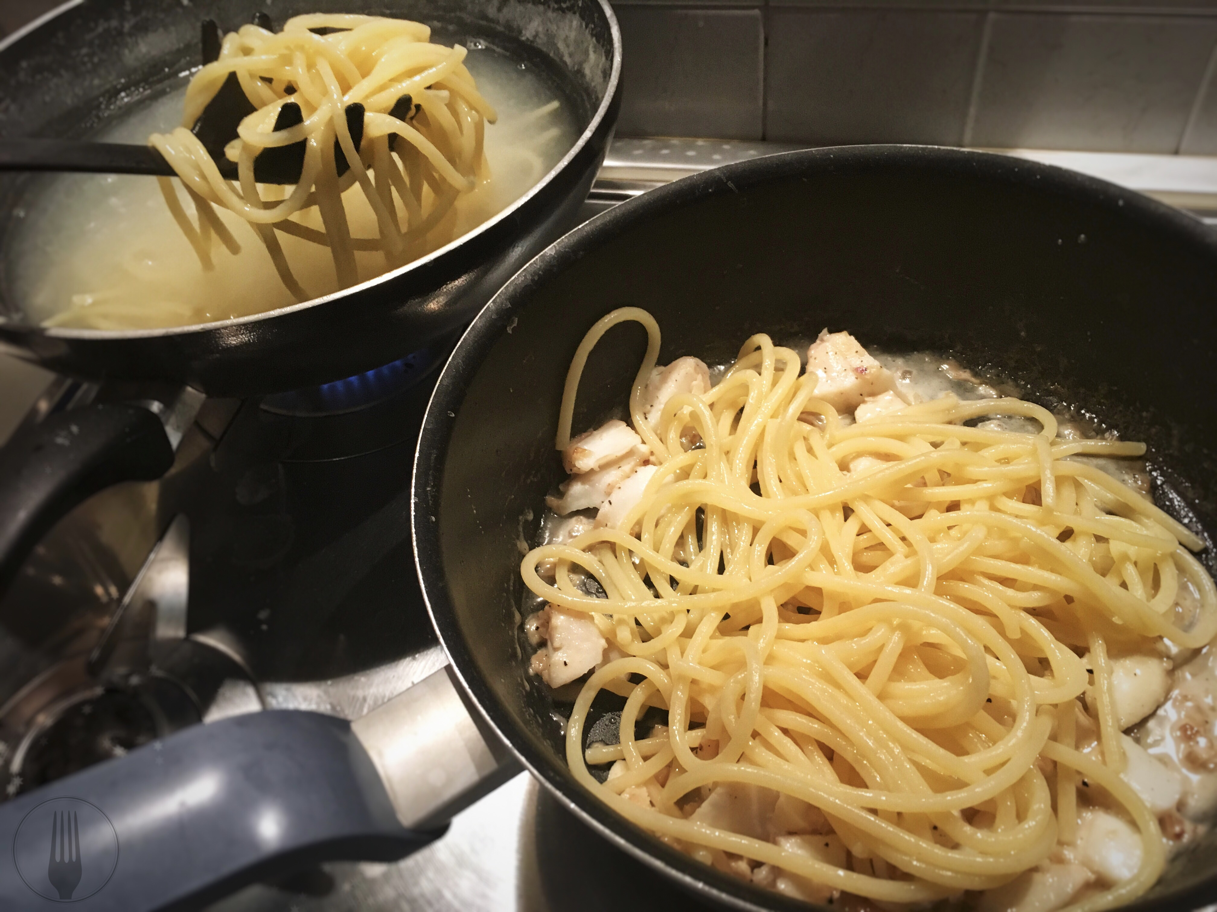 spaghettis la carbonara de poisson ma fourchette est italienne. Black Bedroom Furniture Sets. Home Design Ideas